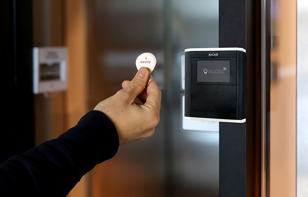 iACCESS: simplifies access control to buildings or residential areas using proximity readers